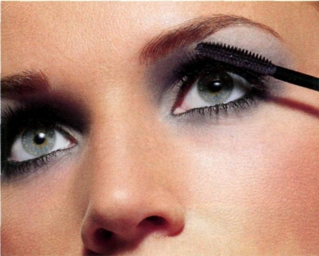 How to paint the upper eyelid