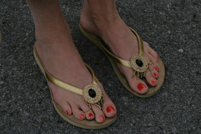 Как красить ногти на ногах