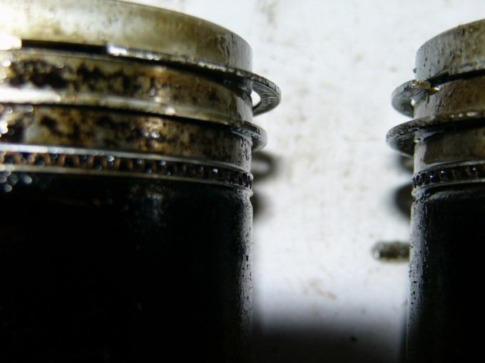 Как очистить нагар с поршня