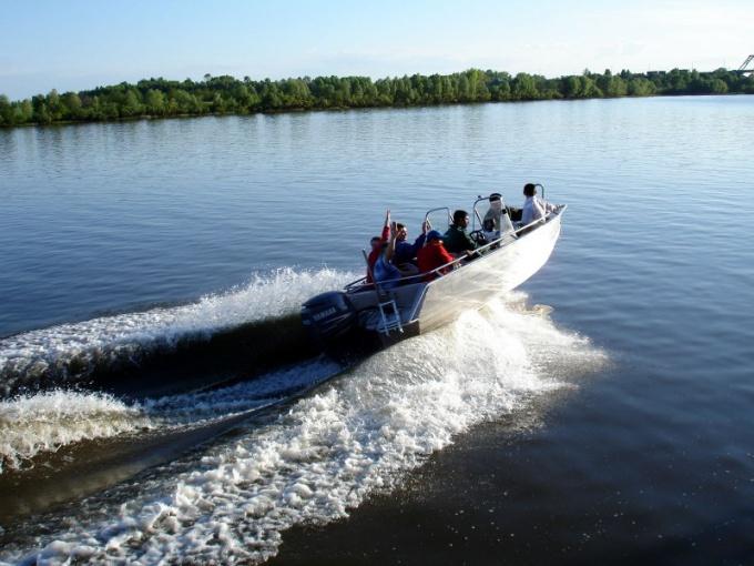 Как закрепить мотор на лодку