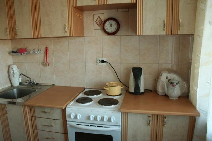 Кладем плитку на кухне
