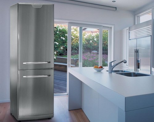 How outweigh the refrigerator door the Indesit
