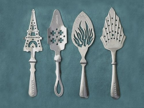 Some varieties of spoons for absinthe.