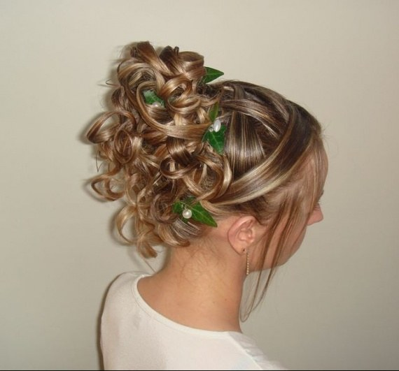 How to make a hairdress for the ball