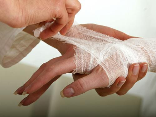Что делать, если выбит палец