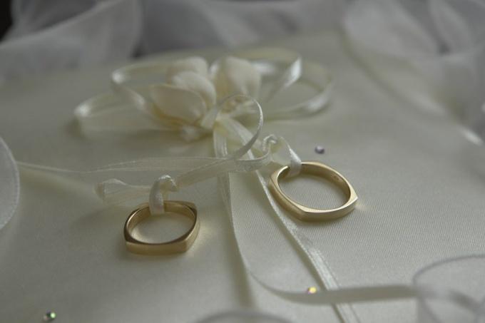 Как украсить свадебный альбом