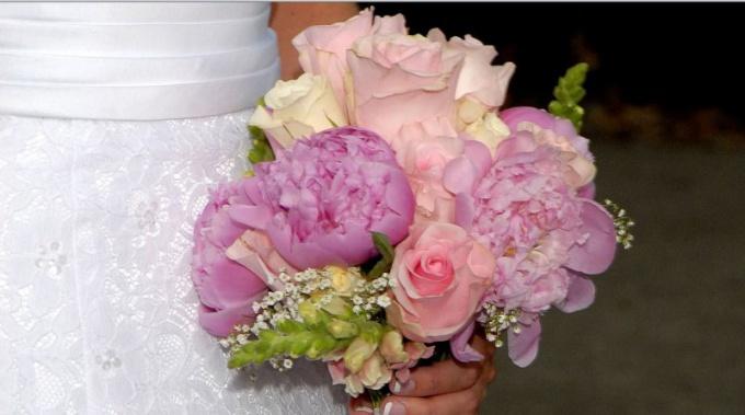 Как выбрать свадебные цветы