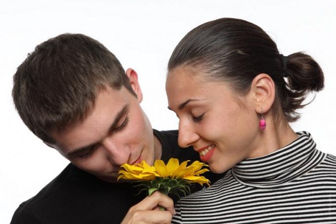 Как дарить женщине цветы