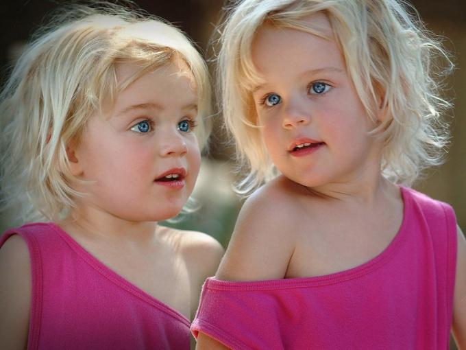 Как найти подход к близнецам