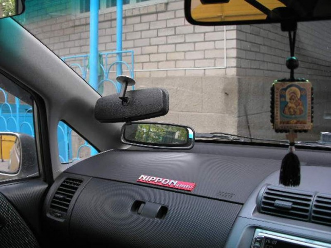 How to glue a mirror onto the windshield