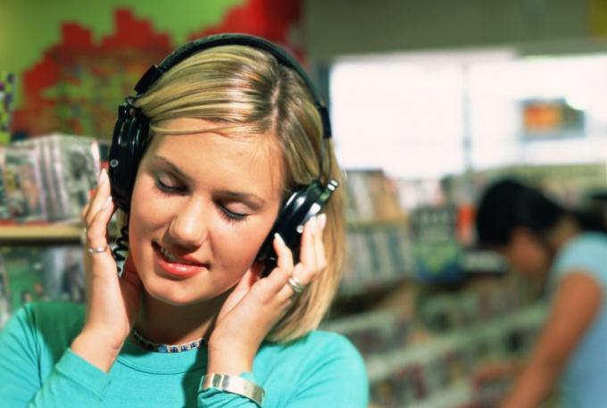Why headphones quiet play