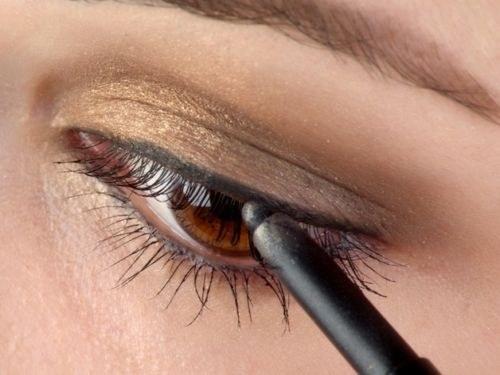 Как красить карие глаза карандашом
