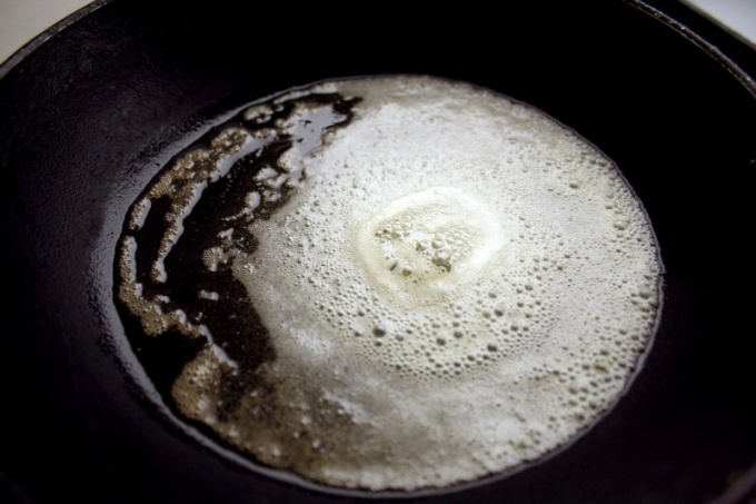 How to clean an old pan