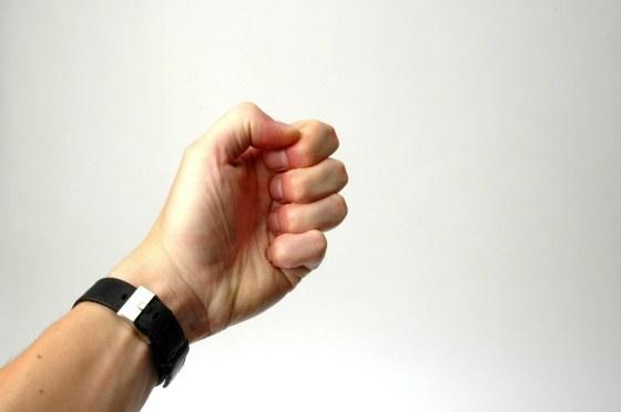 Почему ногти желтые