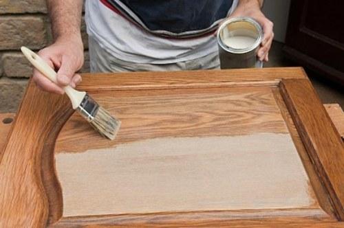 Как убрать царапину на деревянной двери