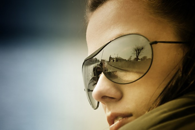 Как убрать отражение в очках