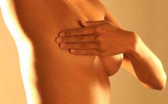 Почему болит молочная железа