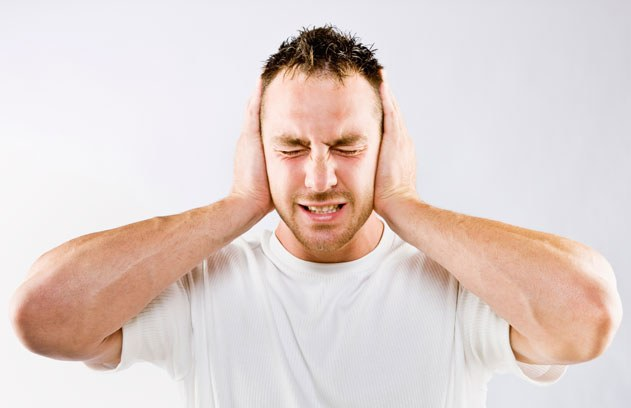 Почему уши чешутся