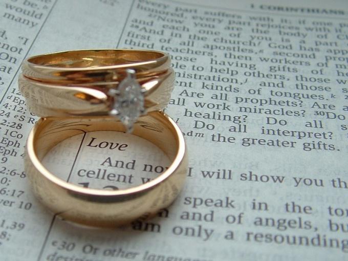 Почему носят обручальные кольца