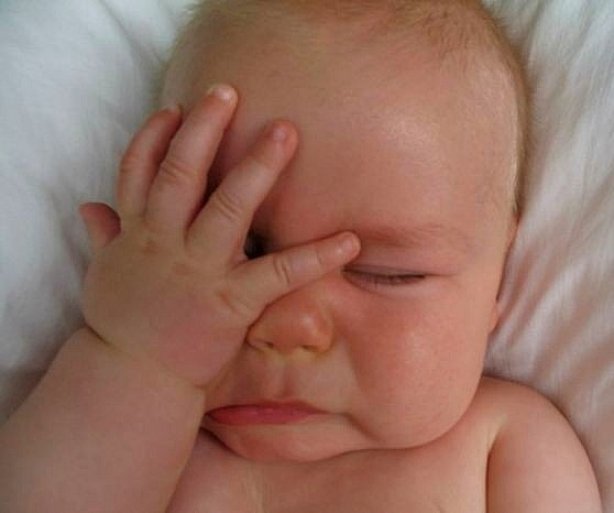 Почему ребенок плачет перед сном