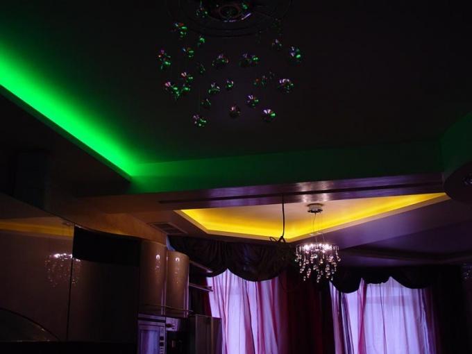 Как подсветить потолок