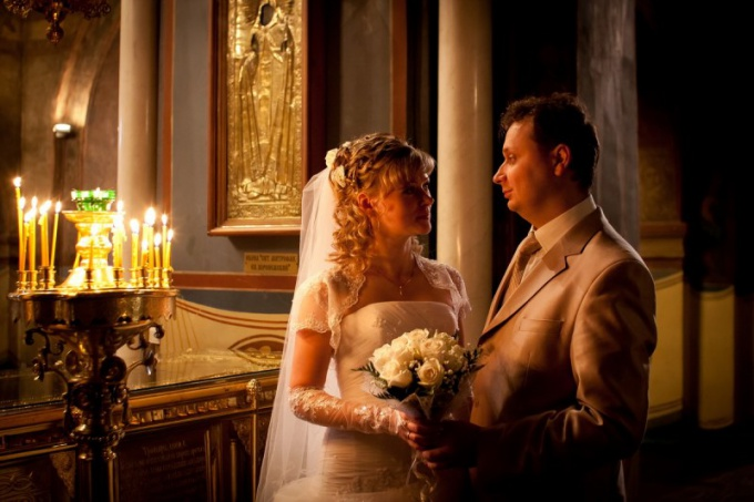 How to photograph a wedding