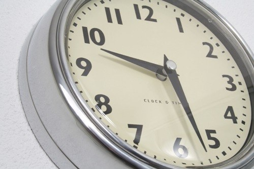 Почему часы спешат