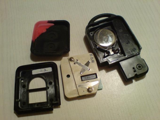 Как поменять батарейку в ключе