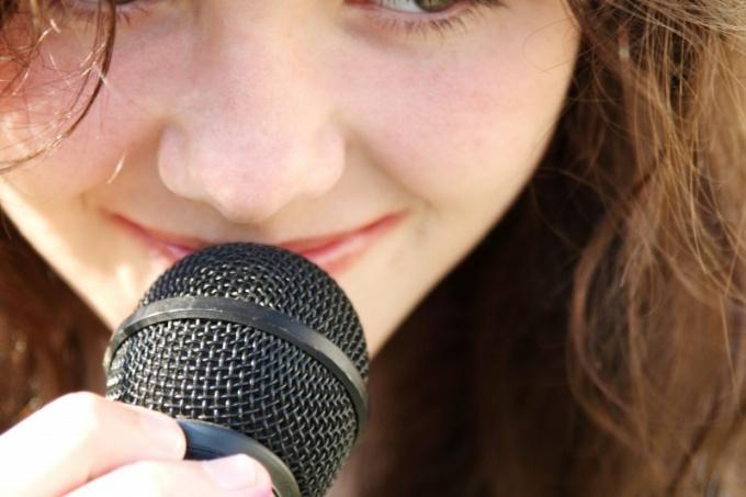 Почему меняется голос