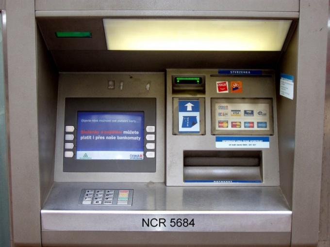 Как снять наличные с банкомата