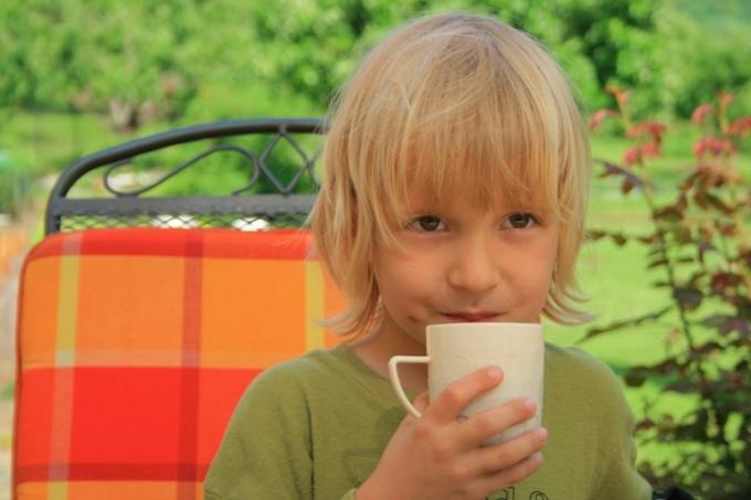 Как лечить горло у ребенка народными средствами