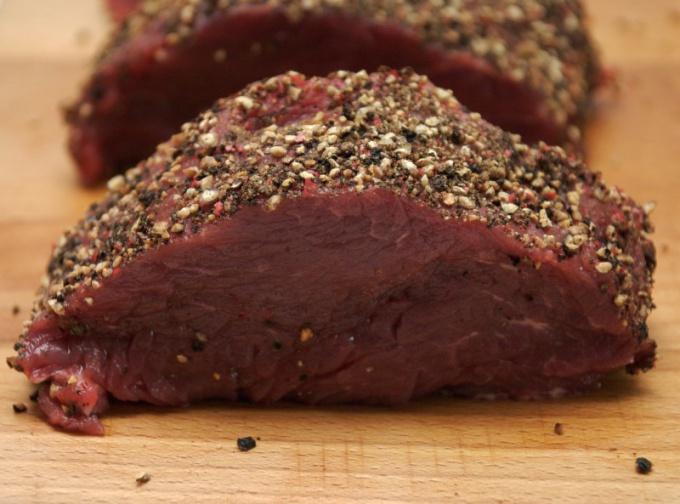 Как запечь мясо в микроволновке