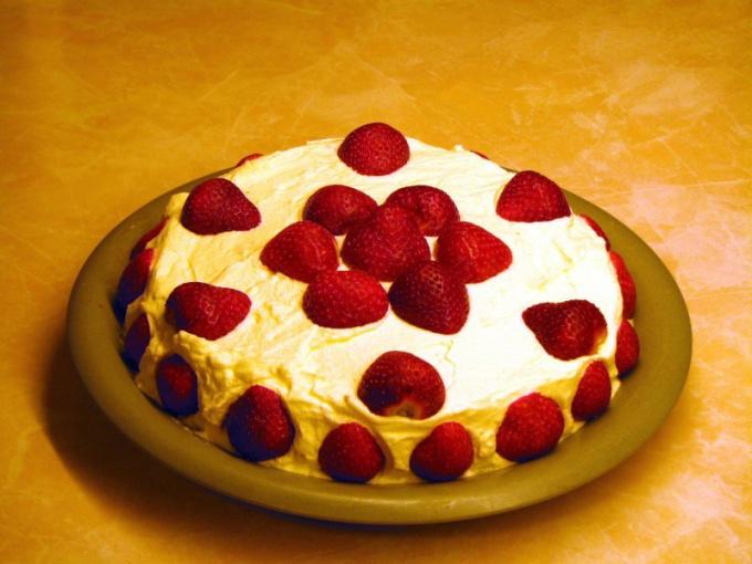 Как испечь пирог с ягодами