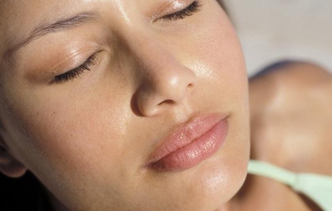 Как избавиться от черных точек на носу быстро