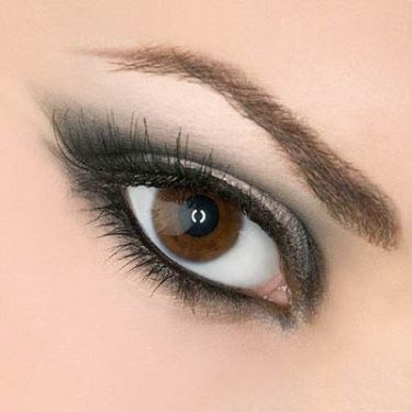 How to paint beautiful eyes with a black pencil