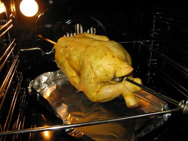 Как приготовить курицу в духовке на вертеле