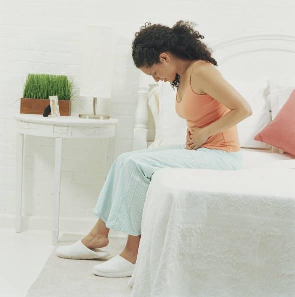 Как устранить боль в животе