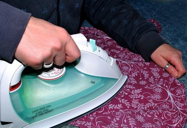 Как удалить сияние на ткани от утюга