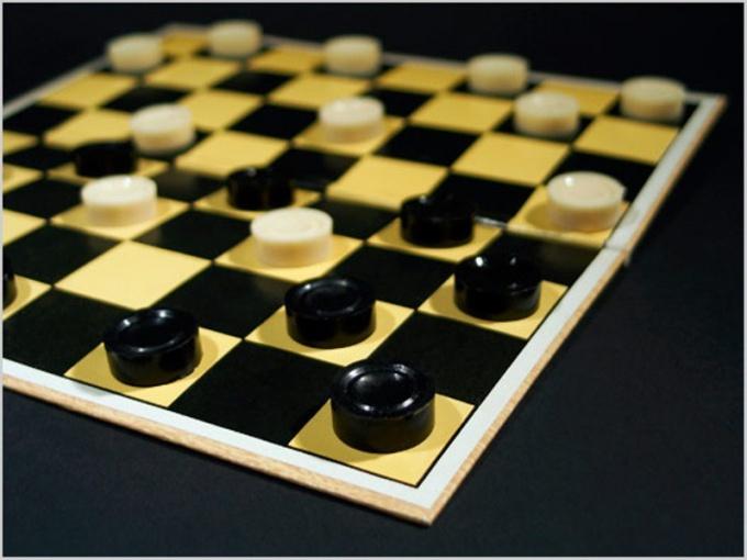 Как играть в русские шашки