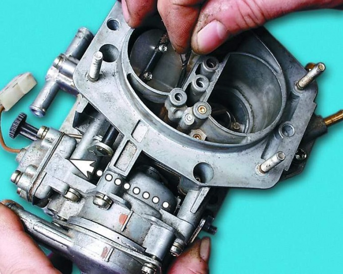 How to adjust the carburetor in eye