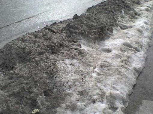 Почему грязный снег быстрее тает