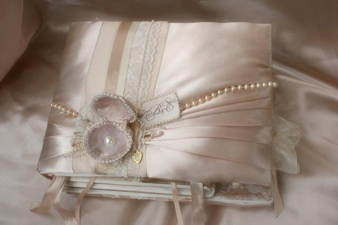 Как выбрать подарок на жемчужную свадьбу