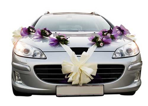 How to attach decorations to the wedding car