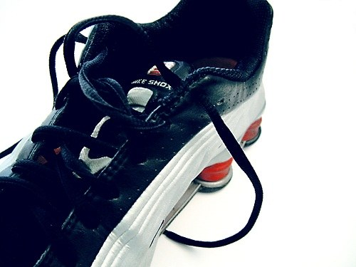 To peddle sneakers