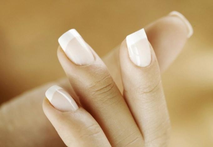 Почему ногти трескаются