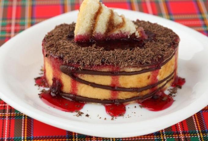 Как сделать торт из бисквитных коржей