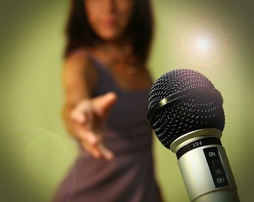 Как начать карьеру певицы