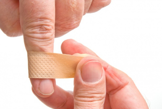 How to treat a wound on your finger