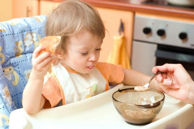 Как накормить малыша