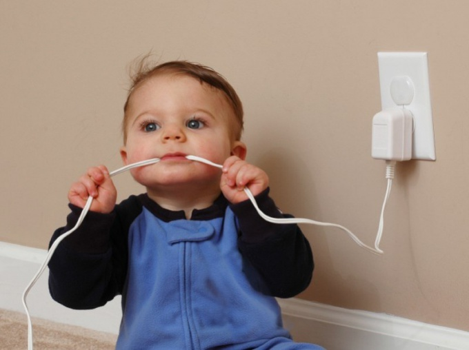 Как обеспечить безопасность ребенка дома
